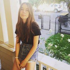 "27.1 mil curtidas, 893 comentários - Danielle Haim (@daniellehaim) no Instagram: ""happy middle sister day """