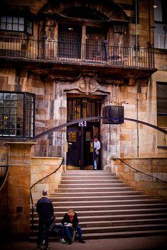 glasgow school of art,  by charles rennie mackintosh, glasow school of art, historic building, north entrance steps, march 2010 by abbozzo, via Flickr