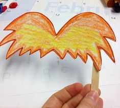 Cute Dr. Seuss crafts to use with your Read Across America activities. Via @kinderiscrazy