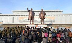 위대한 수령 김일성동지와 위대한 령도자 김정일동지의 동상에 설명절을 맞으며 인민군장병들과 각계층 근로자들, 청소년학생들 꽃바구니 진정-《조선의 오늘》