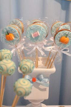 Love the cake pops! Cinderella Cake Pops, Cinderella Crafts, Cinderella Baby Shower, Cinderella Sweet 16, Cinderella Theme, Cinderella Birthday, Princess Birthday, Princess Theme Cake, Disney Princess Party