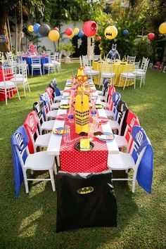 Superhero guest table from a Calling All Superheroes Birthday Party on Kara's Pa… - Party Ideas Avengers Birthday, Batman Birthday, Superhero Birthday Party, 6th Birthday Parties, Birthday Party Decorations, Boy Birthday, Birthday Table, Super Hero Birthday, 5th Birthday Ideas For Boys