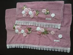 LOY HANDCRAFTS, TOWELS EMBROYDERED WITH SATIN RIBBON ROSES: CONJUNTO DE TOALHAS BORDADAS COM FLORES DE FITAS E...
