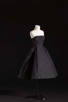 Le Petit Théâtre Dior – Haute Couture en miniature http://www.virginiebiard.com/le-blog-de-vb/category2014/juillet/dior/haute-couture-en-miniature