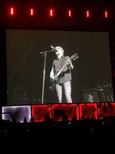 Niall on stage  in San Diego (7.9.15)