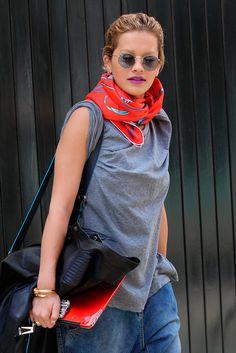 Moda al cuello: el how-to de los pañuelos y foulards para primavera