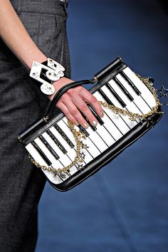Dolce & Gabbana piano clutch~This is WAY cool. love the music note bracelet! Unique Purses, Unique Bags, Dolce & Gabbana, My Bags, Purses And Bags, Fashion Bags, Fashion Accessories, Milan Fashion, India Fashion