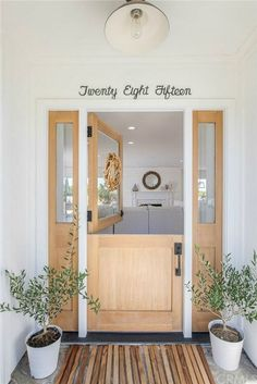 newport beach: ten of the most fabulous Dutch doors ciao! newport beach: ten of the most fabulous Dutch doors Wood Front Doors, Back Doors, Front Door Numbers, Newport Beach, House Front, Home Renovation, Decorating Your Home, Planer, Decoration