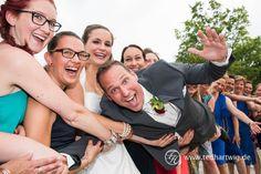 Gruppenfotos und Gästefotos können richtig Spaß machen. Ted Hartwig ist professioneller Hochzeitsfotograf aus Berlin und hat stets einen guten Draht zu seinen Kunden...