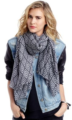 Love this navy and white scarf!