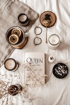 cozy tea time - Coffee and Books Cozy Aesthetic, Cream Aesthetic, Autumn Aesthetic, Brown Aesthetic, Aesthetic Vintage, Flat Lay Photography, Autumn Photography, Book Photography, Aesthetic Pastel Wallpaper