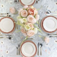 Spring means embracing the charm of pastel colour palettes, alfresco settings, and overflowing florals. Put all of these elements together and you get a tablescape that can only mean that warm/outdoor weather is upon us. Pastel Colour Palette, Pastel Colors, Colour Palettes, Pretty Pastel, Pastel Blue, Floral Centerpieces, Floral Arrangements, How To Get Warm, Blooming Flowers