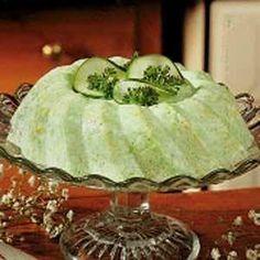 Hierdie is 'n heerlike slaai ring om te bedien saam 'n groot braai, spitbraai of saam aansit familie ete! Cucumber Recipes, Jello Recipes, Cucumber Salad, Salad Recipes, Recipies, Quick Recipes, Veggie Recipes, Yummy Recipes, Free Recipes