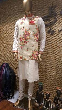 See the borders Mens Indian Wear, Mens Ethnic Wear, Indian Groom Wear, Kurta Pajama Men, Kurta Men, Designer Dress For Men, Gents Kurta, Kurta Style, Wedding Dress Men