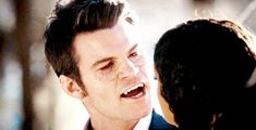 Elijah Mikaelson is a cool, calm, and collected vampire who sank his fangs into Celeste's neck! We finally saw his vampire face! The Vampire Diaries, Vampire Diaries The Originals, Hot Vampires, Vampires And Werewolves, Daniel Gillies, Anime Couples Manga, Cute Anime Couples, Anime Girls, Elijah The Originals