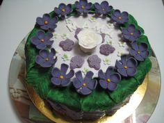 Tarta de cumpleaños de violetas para mi madre.... Porque se lo merece todo!