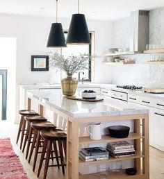 Interior design kitchen decor and small kitchen design New Kitchen, Vintage Kitchen, Kitchen Decor, Kitchen Wood, Kitchen Islands, Warm Kitchen, Craftsman Kitchen, Stylish Kitchen, Family Kitchen