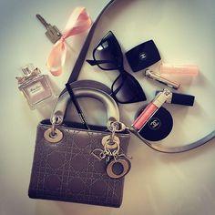 missmelissamelita:  The stuff that fits into my Lady Dior Mini!...