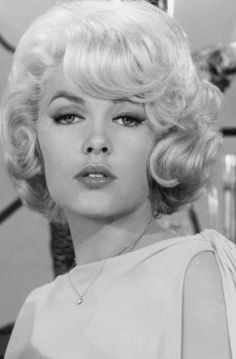 Stella Stevens A luscious style beauty shop wave Classic Actresses, Beautiful Actresses, Vintage Hollywood, Classic Hollywood, Hollywood Glamour, Hollywood Actresses, Divas, Blond, Stella Stevens