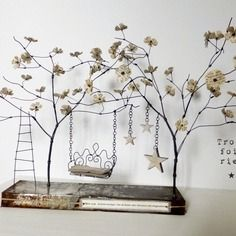 Sculptures Sur Fil, Kinetic Art, Assemblage, Flower Fairies, Wire Art, Diy Projects To Try, Faeries, Glass Vase, Diy Crafts