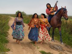 "Romani Gypsy band ""Svenko"" from Russia. Riding Gypsy guitarist, barefoot Gypsy girls. Barfuss Zigeunerin. Des Bohémiennes à pieds nus. Des Gitanes à pieds nus. Las gitanas descalzas."