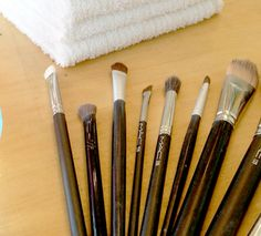 This is my favorite way to clean my makeup brushes - easy and totally effective! Best Makeup Brushes, How To Clean Makeup Brushes, Best Cleaning Products, Best Makeup Products, Cleaning Tips, Eye Makeup, Makeup Geek, Makeup Art, Diy Beauty