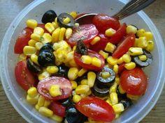 Das perfekte Schwarz-Rot-Gold-Salat-Rezept mit Bild und einfacher Schritt-für-Schritt-Anleitung: Dressing nach Anweisung zubereiten.