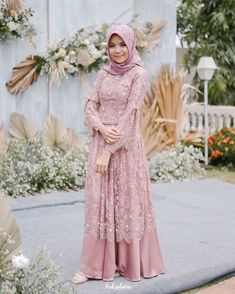 Gaun muslimah - - Gaun muslimah Source by karinamuthia Dress Brokat Muslim, Dress Brokat Modern, Dress Pesta, Muslim Dress, Model Kebaya Muslim, Model Kebaya Brokat Modern, Dress Brukat, The Dress, Dress Outfits