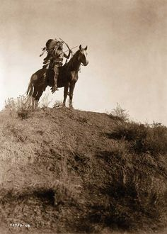 In Photographer Took Chillingly Beautiful Photos Of Native American Tribes - Edward Curtis and native America - # Native American Photos, Native American Tribes, Native American History, American Indians, American Life, American Quotes, American Symbols, American Women, Edward Curtis