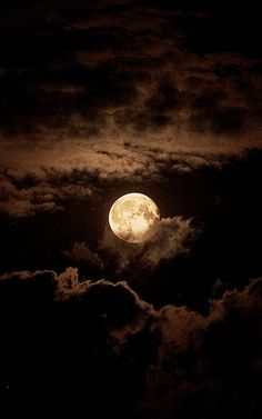Chocolate Moon ~ Moon and Clouds - Cris Figueired♥ Moon Moon, Blue Moon, Dark Moon, Orange Moon, Moon River, Moon Pictures, Pretty Pictures, Moon Photos, Full Moon Pics
