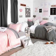 Classically Cozy Room– Dormify