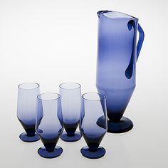TAMARA ALADIN - Glass carafe and goblets designed 1961 for Riihimäen Lasi Oy, in production Finland. Glass Design, Design Art, Bude, Bukowski, Hurricane Glass, Aladdin, Finland, Modern Contemporary, Rubber Rain Boots