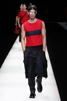 See the complete Emporio Armani Spring 2018 Menswear collection.