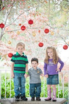 Kids Christmas Portraits! I love the balls. Maybe on the fence.