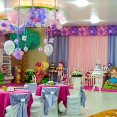 For cheap party decorations which you can do - balloons are a key component.