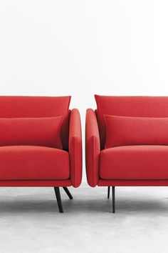 STUA Costura sofa has two position legs:  you can align the legs to be straight or diagonal. A Jon Gasca design. COSTURA: www.stua.com/design/costura