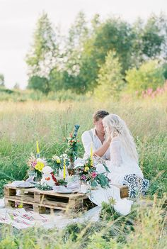 Bohemain wedding table setting - Bohemian wedding inspiration shoot in the countryside with a dose of vibrancy | photo by Igor Kovchegin | Fab Mood - UK wedding blog #bohemian