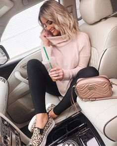 Stunning Black Leggings Outfits You Need To Try ASAP - - Casual Black Leggings Outfit For School / Leggings Outfit For Spring with pink sweater, leopard shoes and Gucci bag Casual Leggings Outfit, Legging Outfits, Pink Sweater Outfit, Casual Winter Outfits, Outfit With Black Leggings, Outfits For Spring, Dressy Outfits, Yoga Outfits, Sweaters And Leggings