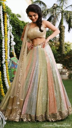 lehnga dress Glam Outfit Ideas for Indian Bridesmaids for every Ceremony Mehendi Outfits, Indian Bridal Outfits, Indian Designer Outfits, Designer Dresses, Sangeet Outfit, Indian Designers, Designer Punjabi Suits, Lehenga Choli Designs, Ghagra Choli