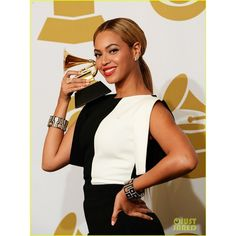 Beyonce & Jay-Z: Grammys 2013 Winners Room Photos!: Photo Beyonce looks picture perfect while posing with her trophy in the winners room at the 2013 Grammy Awards on Sunday (February at the Staples Center in Los Angeles. Mumford & Sons, Grammys 2013, Los Grammy, Grammy Award, Award Winner, Beyonce And Jay Z, Halo Beyonce, Beyonce Knowles, Queen B