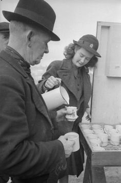 man who has been bombed out of his London home is served tea by Patience 'Boo' Brand from a Women's Voluntary Service (WVS) mobile canteen tea car, during the 1941 Blitz, WWII / Imperial War Museum, London, UK Women In History, British History, Modern History, Vegan Teas, British Home, Man And Wife, The Blitz, Female Soldier, Canteen