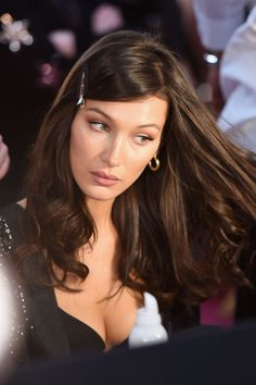 Dfil victoria s secret 2018 les plus belles mises en beaut des mannequins grazia 361484307590392996 celebrities are obsessed with this hairstyle trend page 4 of 7 Style Bella Hadid, Bella Hadid Hair, Bella Hadid Outfits, Bella Hadid Makeup, Gigi Hadid Brunette Hair, Gigi Hadid Hair And Makeup, Ponytail Hairstyles, Hairstyles With Bangs, Cool Hairstyles