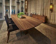 Mesa de comedor fija INDIGO y sillas tapizadas THOR, de Philipp Selva. De madera de nogal, acabados Walnut y Havana. Estilo moderno.