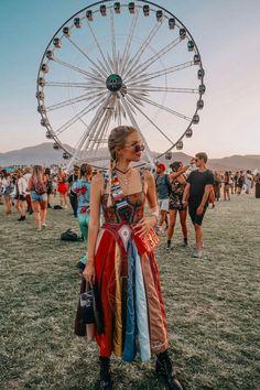 Colourful Dior at Coachella - leonie hanne – haute couture Festival Looks, Festival Style, Festival Coachella, Music Festival Outfits, Music Festival Fashion, Fashion Music, Winter Festival, Coachella Outfit Boho, Look Hippie Chic