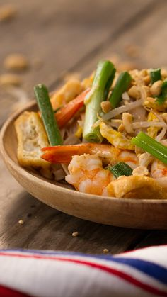 Pad Thai - Food and Drinks Low Carb Chicken Recipes, Healthy Crockpot Recipes, Healthy Cooking, Seafood Recipes, Soup Recipes, Cooking Recipes, Tasty Videos, Food Videos, Dinner Recipes Easy Quick