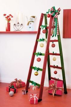 DIY ladder shelf ideas - Easy ways to reuse an old ladder at home Ladder Christmas Tree, Christmas Stairs, Christmas Home, Christmas Holidays, Christmas Crafts, Christmas Ideas, Unique Christmas Decorations, Christmas Ornaments To Make, Holiday Decor