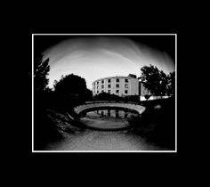 tribunales, san rafael, fotografía estenopeica analógica de 15 cm x 18 cm montada sobre MDF negro de 24 cm x 28 cm - Valor:150=Click