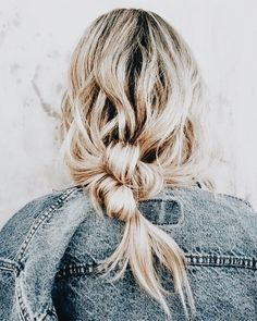 Hairdressing Advice That Will Keep Your Hair Looking Great. Are you affected by constant bad hair days? Do you feel as if you have tried everything possible to get manageable hair? Do not stress about your hair, rea Messy Hairstyles, Pretty Hairstyles, Spring Hairstyles, Loose Hairstyle, Braided Hairstyle, Wedding Hairstyles, Cabelo Inspo, Corte Y Color, Gorgeous Hair