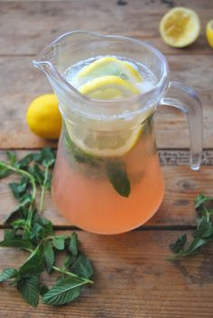 Peach Lemonade with fresh mint