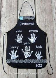 DIY Christmas Gift Idea ~ Handprint Apron... grandmas would love this!